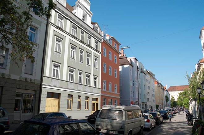 Die Altbauwohnung ist 300 Meter vom Rotkreuzplatz entfernt!