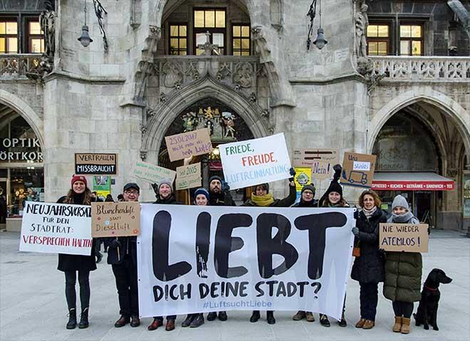 GreenCity vor dem Münchner Rathaus 'LuftsuchtLiebe in München. Fotocredit: Simone Reitmeier