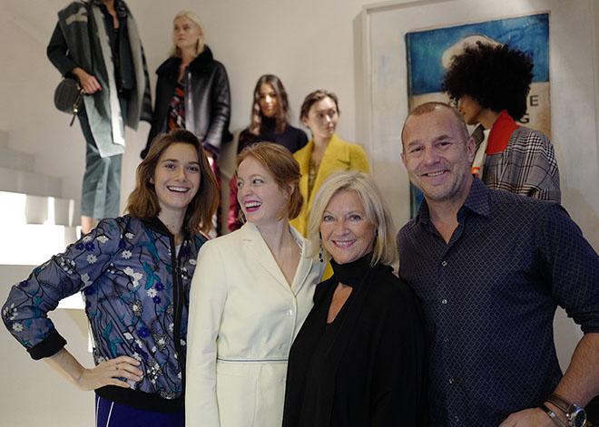 Laurel-Designerin Elisabeth Schwaiger direkt neben Heino Ferch, sowie Miriam Stein (li.) und Leonie Benesch. Fotocredit: Simon Lohmeyer