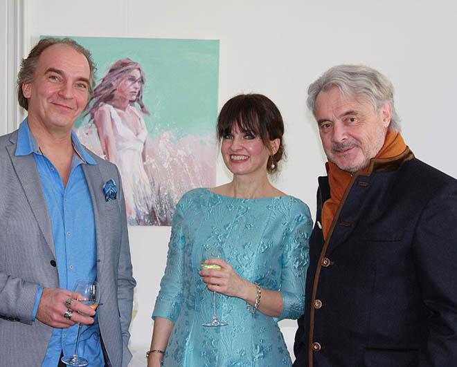 Künstler Petri Niemelä mit Dr. Sonja Lechner und Dornier. Fotocredit: Mario Hauk