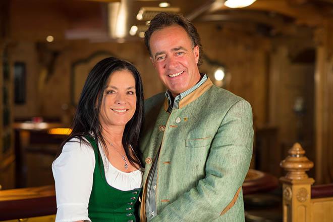 Hoteliers-Ehepaar Christina und Armin Pfutscheller. Fotocredit: Andre Schönherr