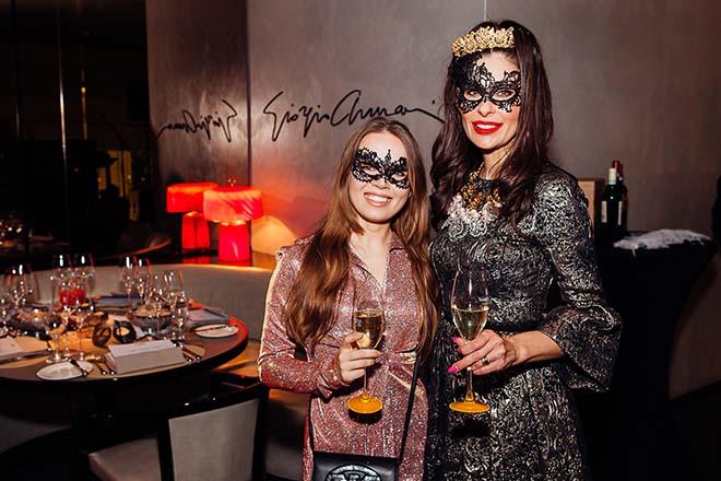 SchauspielerinDarya Gritsyuk mit BloggerinJeannette Grafkamen in den Genuss einer italienischen Karnevalsparty 'Carnevale di Venezia' im Emporio Armani Caffe beim La Dolce Vita Donnerstag!