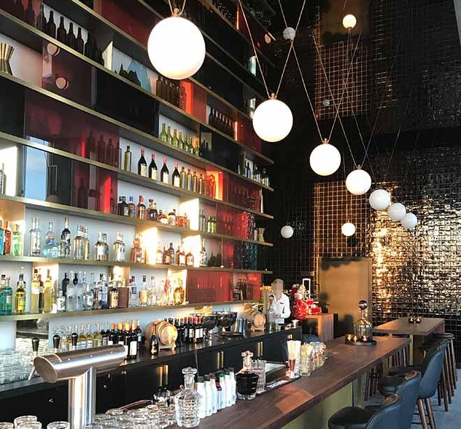 Die Bar München befindet sich in der 12. und 13. Etage vom Andaz Hotel vom Schwabinger Tor.