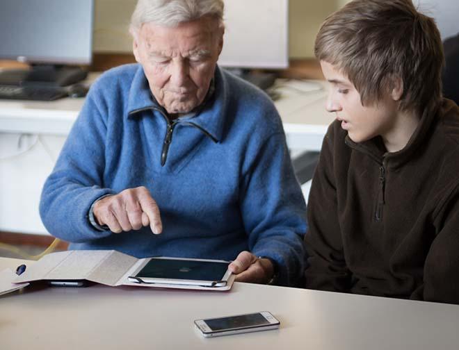 Senioren lernen von Digital natives