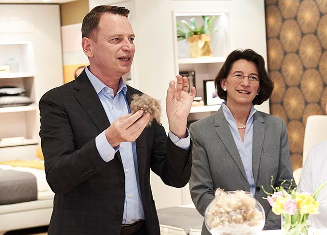 Robert Waßolek (Bettenrid) mit Dr. Michaela Pichlbauer (Rid Stiftung). Fotocredit: Jan Schmiedel