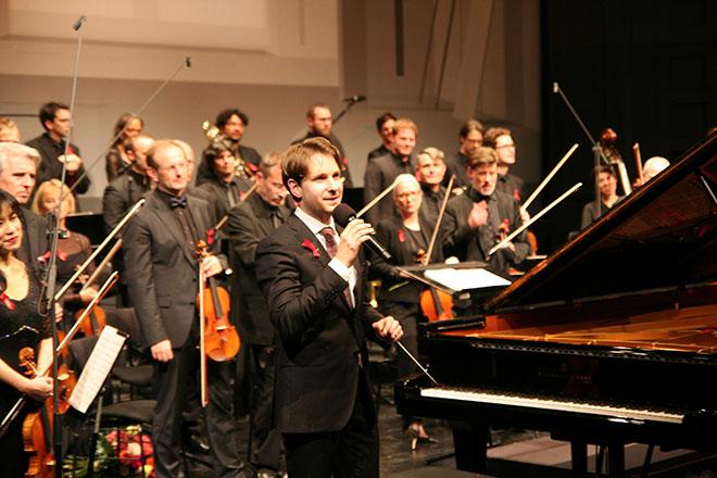 Kammerorchester mit Dirigent Clemens Schuldt. Fotocredit: CvO PR & SLS Media