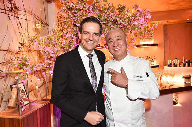 Dominik G. Reiner (General Manager Mandarin Oriental Munich) mit Star-Koch Nobuyuki (Nobu) Matsuhisa. Foto: BrauerPhotos / G.Nitschke