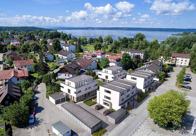 Wie das Bau-Bild beweist: Hier wohnt man zum Ammersee in Fußnähe. Fotocreidt: neubaukompass.de