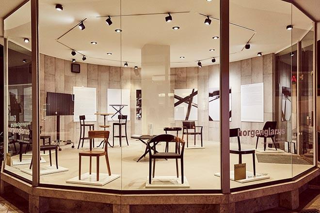 Bis September sind im Böhmler Pavillon in der Böhmlerpassage die horgenglarus Möbelobjekte zu sehen. Fotocredit: Marcus Hassler
