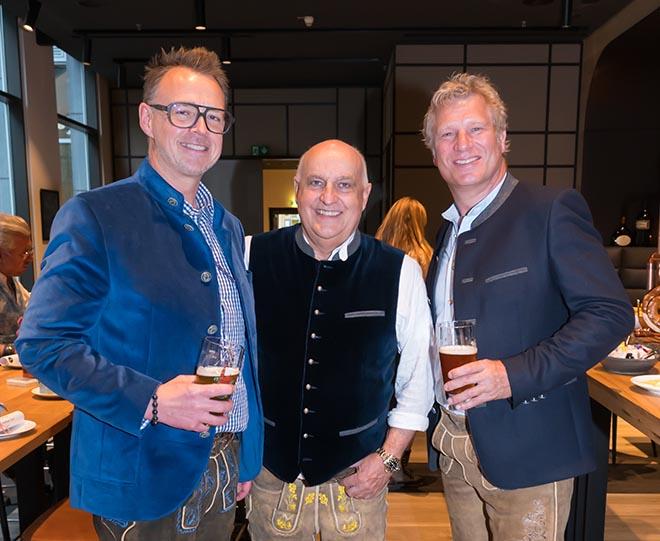 Feierten Vatertag bereits vor: Holger Stromberg, Dr. Axel Munz und Gerhard Leinauer. Fotocredit: Dirk Schiff/Portraitiert.de