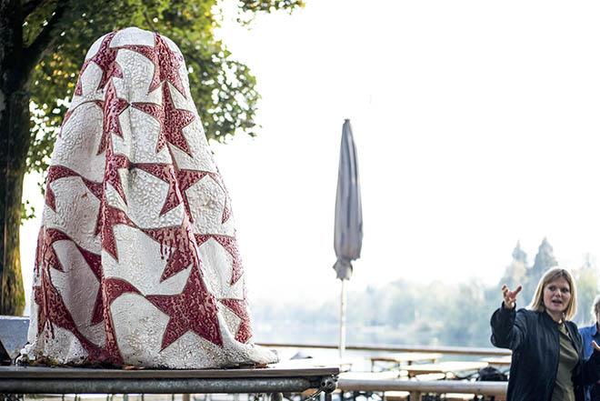 Was will uns das Werk sagen? Antworten liefern die Künstlerinnen in Murnau. Foto: Kirsten Luna Sonnemann