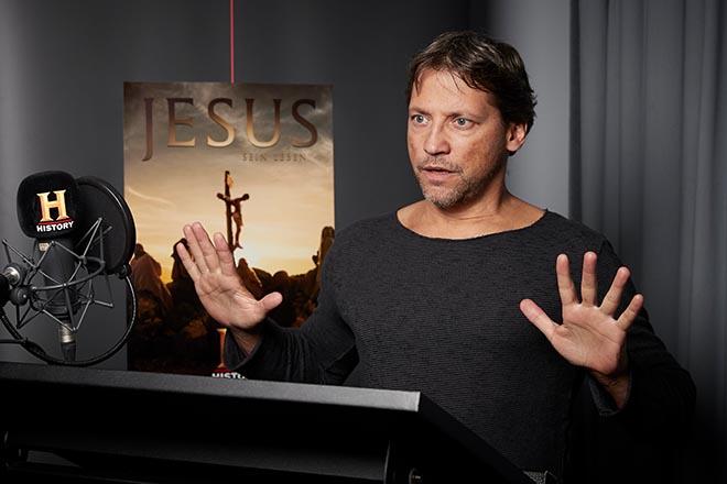 """Patrick Bach steht derzeit für das neue achtteilige Doku-Drama """"Jesus – Sein Leben"""" des Senders """"History"""" im Studio."""