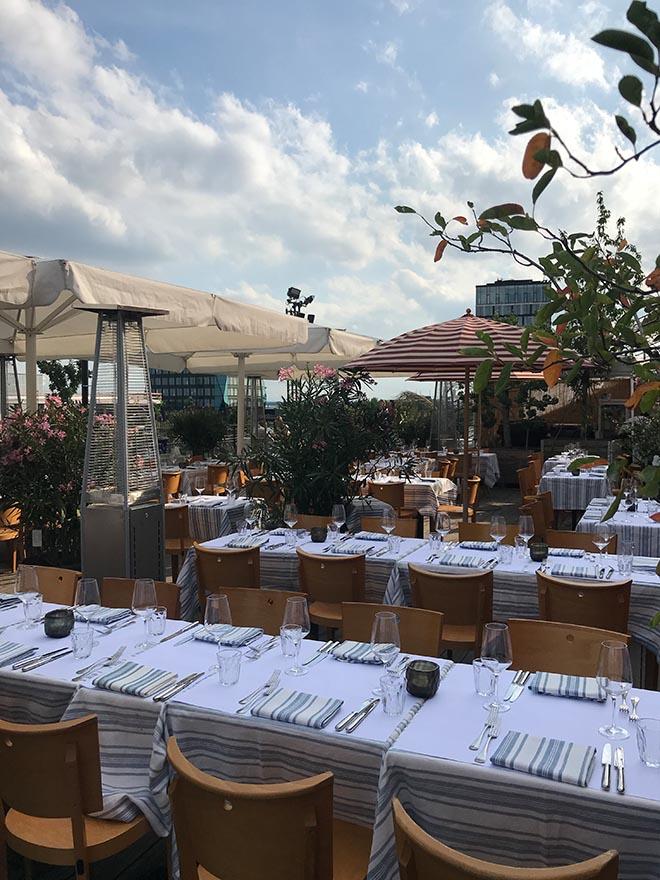 Temporäres Restaurant über den Dächern Münchens