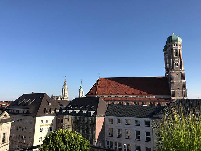 München bietet jede Menge atemberaubende Hochzeits-Locations. Fünf haben es in unsere engere Auswahl geschafft.