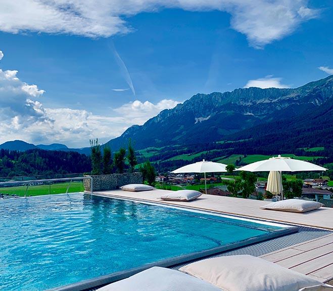 Gilt schon jetzt als Tirols schönster Infinity-Pool!