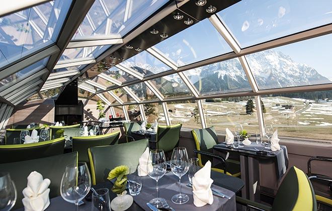 Luxuszig ab München Hauptbahnhof Ein besonderes Erlebnis bieten das beidseitig verglaste Panoramadach und die kulinarischen Kreationen eines Privatkochs. Fotocredit: Hilke Opelt