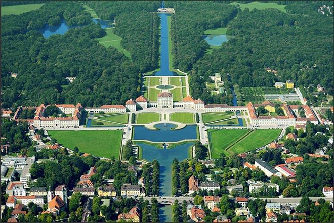 Blick auf den fast 200 Hektar großen, herrschaftlichen Park des Schloss Nymphenburg. Fotocredit: Gelio Photo für Langham Hospitality Group
