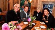 'Alm Opening' im Resort Alpenhof Murnau: Zwei prominente Almhütten im Hotelgarten
