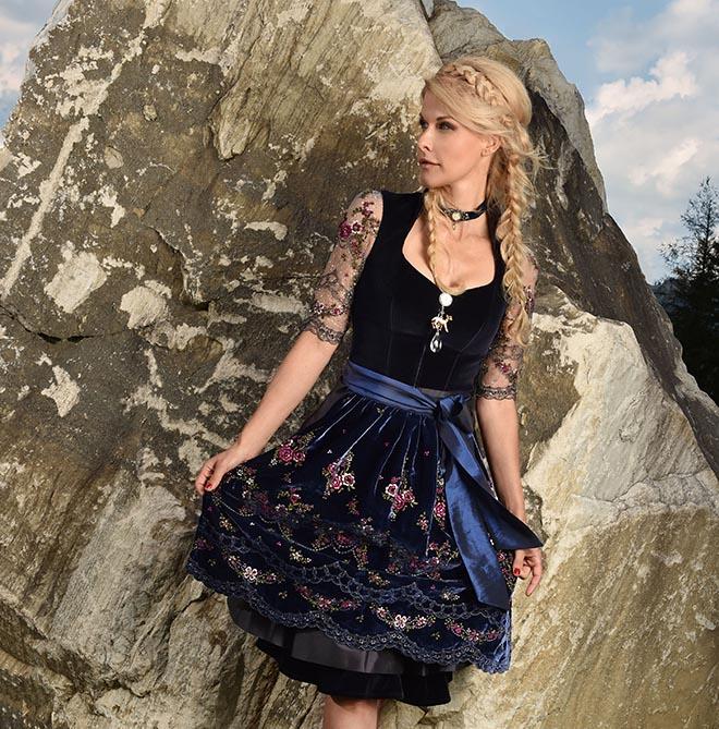dresscoded-Unternehmerin Natascha Grün zeigt die Dirndl-Trends 2019. Fotocredit: Goran Nitschke / BrauerPhotos