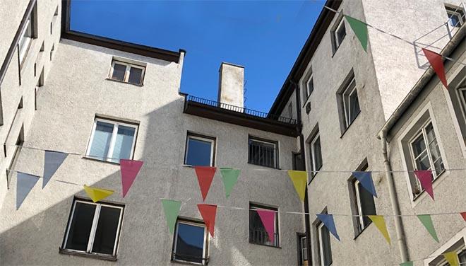 Hinter dieser unscheinbaren Fassade der Adalbertstrasse 23 vermutet man keine Bar! Fotocredit: AMORE BAR