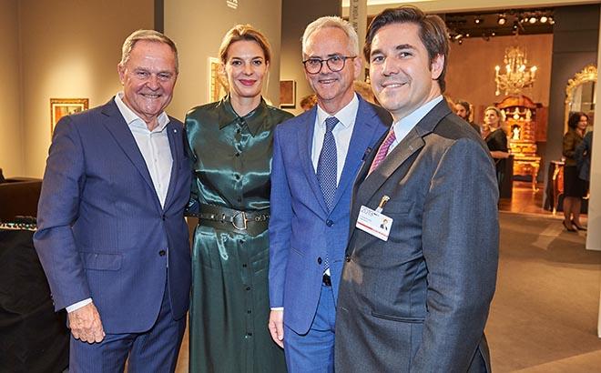 Vernissage der Highlights Internationale Kunstmesse München (v.l.n.r.):Dr. Wolfgang Heubisch, Juana Schwan, Präsident Bernd Schreiber mit Dr. Alexander Kunkel. Fotocredit: Markus Kehl