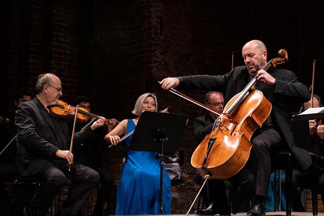 Enrico Dindo aus Pavia spielt ein Cello von Pietro Giacomo Rogeri von 1717 (ex Piatti), welches ihm von der Pro Canale Stiftung zur Verfügung gestellt wurde. Fotocredit: Marco Rognoni