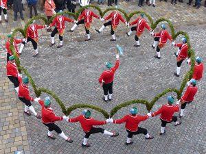 Traditioneller Schäfflertanz @ u.a. Murnauer Marktplatz