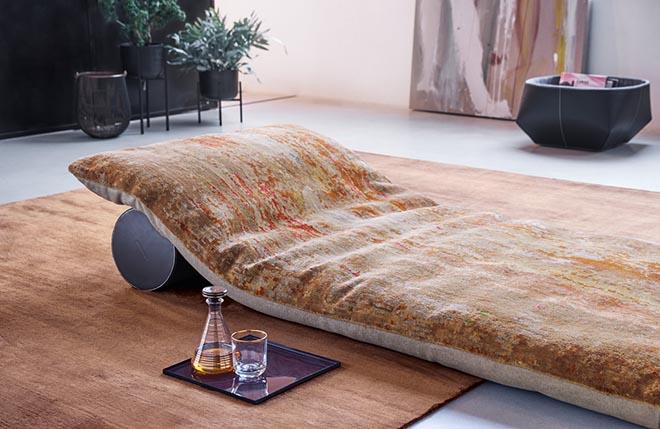 Teppich neu interpretiert: Badawi Pillow von Walter Knoll
