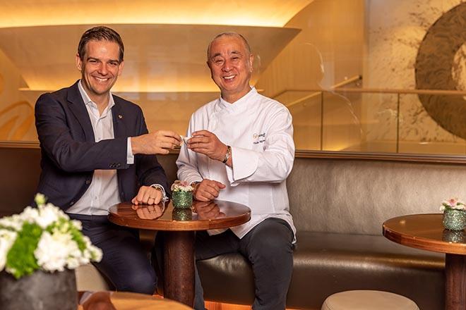 Mandarin Oriental Munich-Hoteldirektor Dominik G. Reiner und Nobu laden gemeinsam zum NOBU FOODFESTIVAL. Fotocredit: Vadim Kretschmer