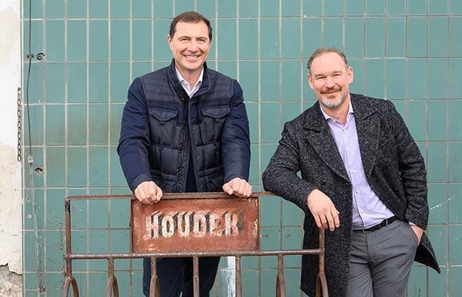 Rudolf (li.) und Robert (re.) Houdek auf ihrem Firmengelände an der Moosstraße in Starnberg. Foto: Christine Dempf
