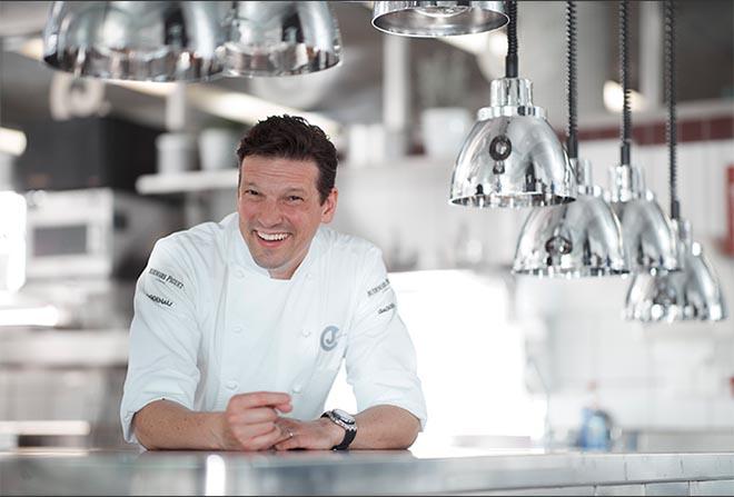 Gerade wieder drei Sterne vom Michelin Guide erhalten: Christian Jürgens kommt zu ausgewählten Genussveranstaltungen in den Gaggenau Showroom nach München. Fotocredit: Jan Greune