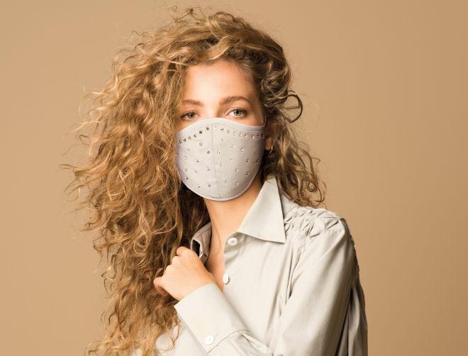 Die Materialien dieser Gesichtsmaske schützen unsere Haut. Fotocredit: