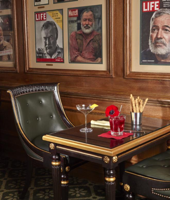 Auktion Ritz Paris Tischkultur - Lebenskunst à la Hemingway Bar. Fotocredit: Charlotte Hess für Artcurial