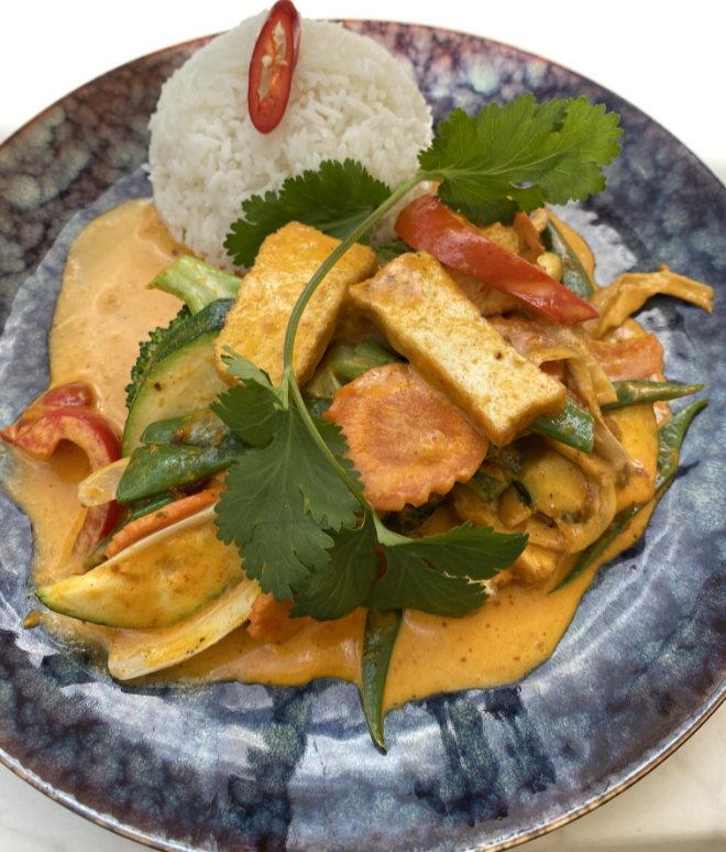 Eins der vier vegetarischen Hauptgerichte auf der Karte vom Restaurant Indochine im Ingolstadt Village: Tofu Curry
