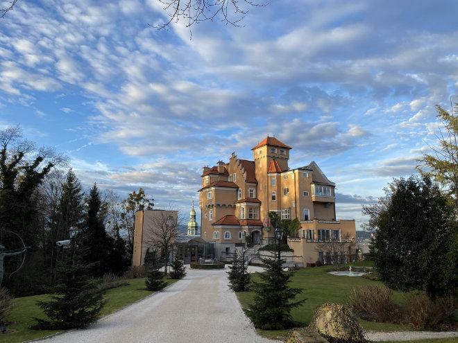 Seit 2003 wurde das Hotel Schloss Mönchstein umfassend renoviert und sukzessive erweitert.