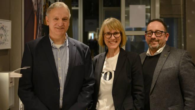 Diskutierten über neue Wohnkonzepte (v.l.n.r.): Peter Mechtold (Space Founder), Anita Güpping (Journalistin) und Thomas Schmölz (Kobe Interior Fabrics). Fotocredit: Heinz von Heydenaber
