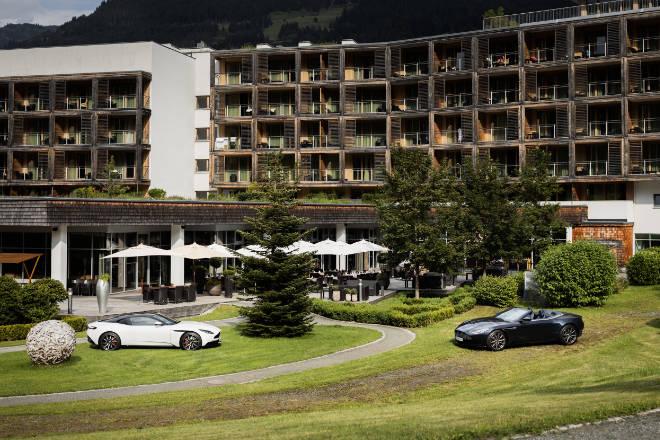 Aston Martin Ausfahrt ins Kempinski Das Tirol