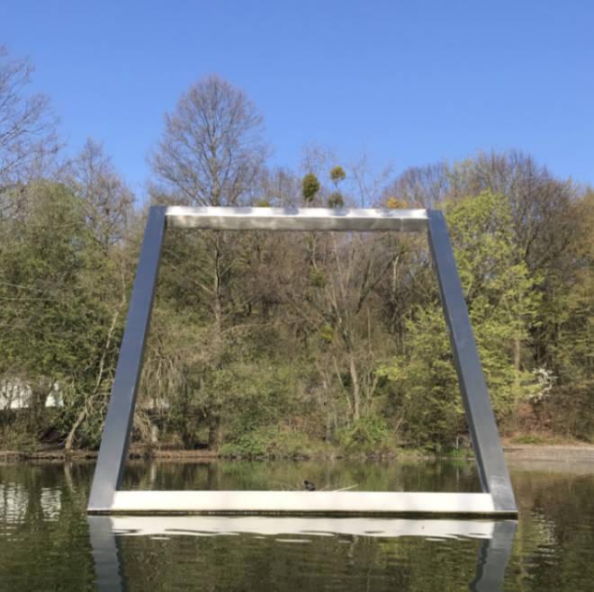 Am nördlichen Rand des Westsees um Westpark findet man die 'Wasserwand' vom mittlerweile verstorbenen Künstler Alf Lechner.