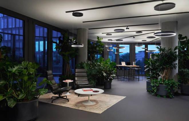 New Work Spaces mit Occhio's Services: von der Lichtgestaltung über die Projektabwicklung bis hin zur finalen Abnahme – kamen bereits insgesamt bei fünf Standorten von Design Offices zum Einsatz.