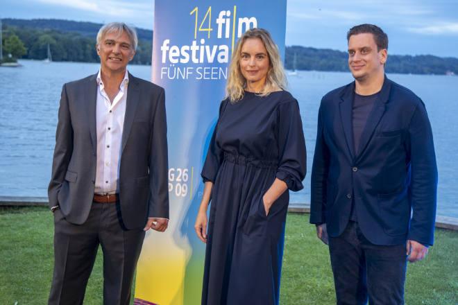 Festivalleiter Matthias Helwig, Nina Hoss, Dominik Elsner auf dem Fünf Seen Filmfestival Open Air direkt am Starnberger See. Foto: © fsff/Jörg Reuther