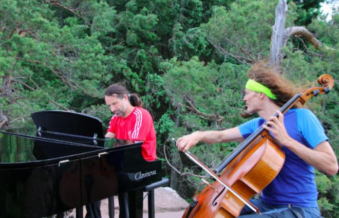 Berg-Plateau als Konzertsaal: Alexander Huber am Klavier