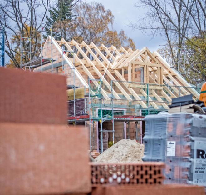 Der Niedrigstenergiestandard bei Neubau des neuen Gebäudeenergiegesetzes (GEG) bietet Bauherren aus Sicht des Bauherren-Schutzbund e. V. keine langfristige Zukunftssicherheit zum Thema Energiestandard.