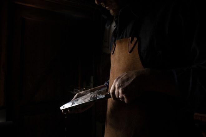 Die Initiative 'Respected by Gaggenau' unterstützt Hersteller und Handwerker, die Kunstfertigkeit und traditionelle Methoden anwenden, um außergewöhnliche Produkte zu erschaffen. Fotocredit: Alexander Stuhler