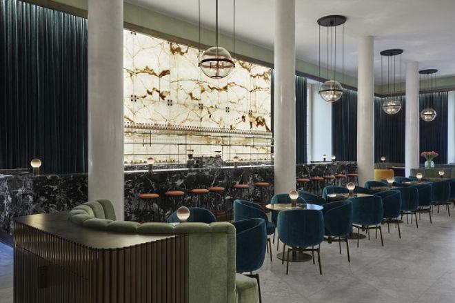 Im neuen Opern-Bar-Bistro Rheingold finden 54 Gäste Platz, die neuen Lounge-Bereiche bieten weitere 16!