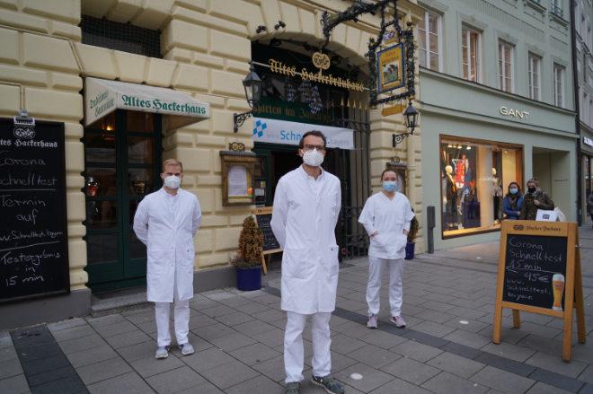 15 Minuten dauert der Corona Schnelltest in München im zentral gelegenen Hackerhaus