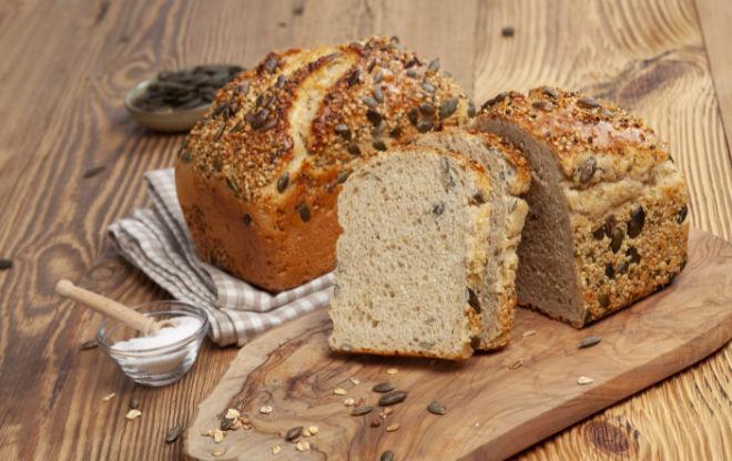 Gleich drei Brot Sorten kommen aus der Bio-Bäckerei aus Aying. Dinkel-Hanf ist unser neuer Favorit. Fotocredit: Fritz Mühlenbäckerei