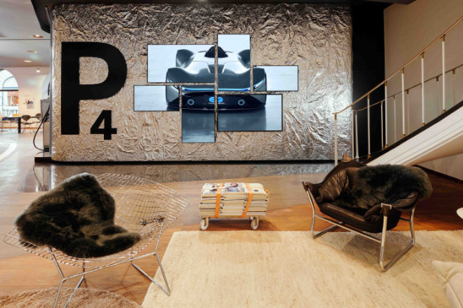 Wie und ob man mit den Spiegeln an der Wand agieren kann, kann man ab sofort im neuen Studio Mercedes herausfinden.