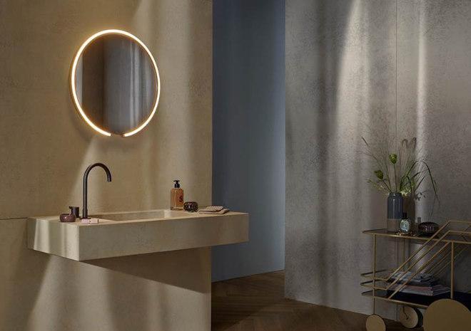 Mit den neuen Spiegelleuchten Mito sfera, Mito sfera su und Mito corda erweitert Occhio seine erfolgreiche Leuchtenserie um drei neue Modelle für Bad, Flur oder Living Space. Dank des eleganten Designs, der hochwertigen Materialien und ausgezeichneten Verarbeitung verwandeln sich nun auch Bereiche wie z.B. das Bad in ein exklusives Ambiente.