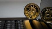Auf dem Digitalmarkt investieren: Lohnt sich noch die Investition in Bitcoins?