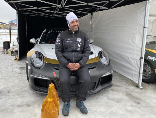 Aus dem Ice Race Fahrerlager: Hotelier Matthias Laimer war bereits das zweite Mal beim neu aufgelegten Porsche-Rennen mit seinem Team am Start.
